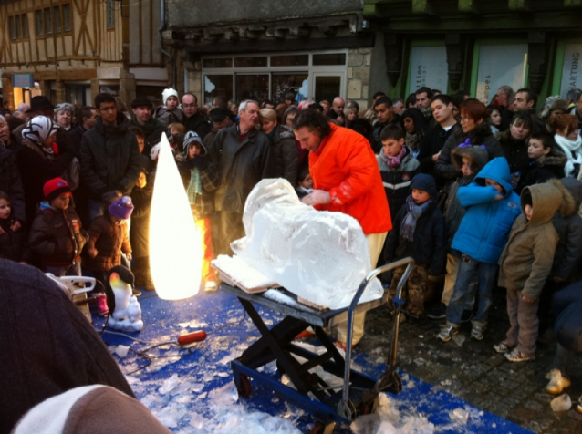 Alain Chartier, sculpteur sur glace pour les animations de Noël