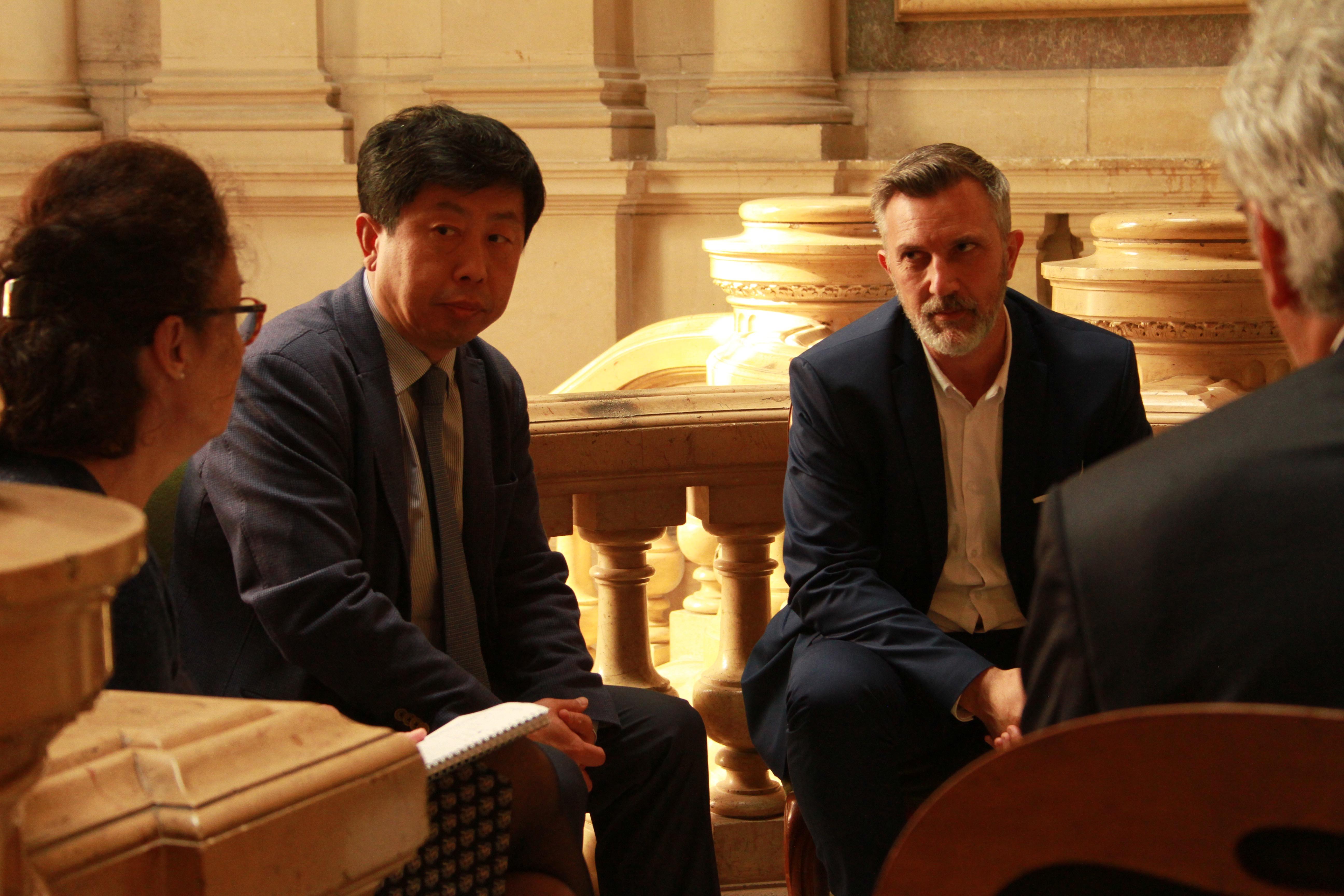 M. Wang Hongkiang & Gaël Patout à la mairie de Vannes